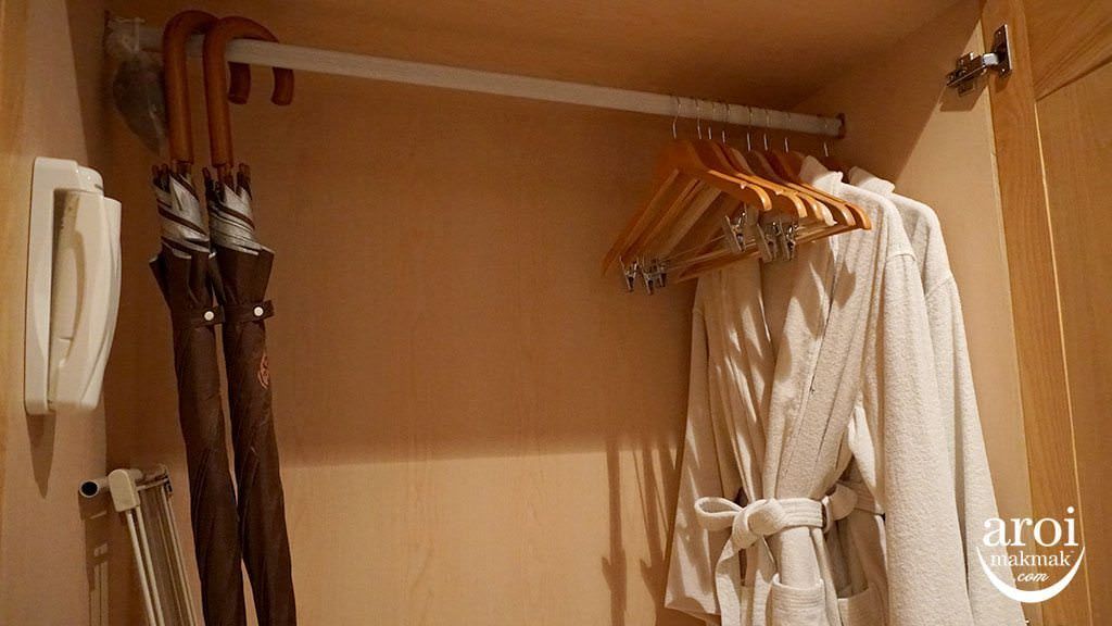 thamesvalleyroom_closet