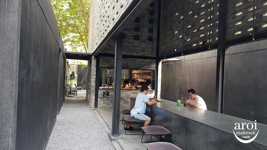 yellowsubmarinecoffee-interior2