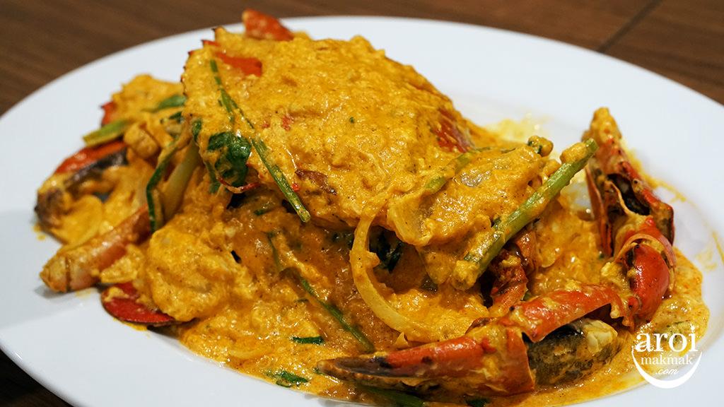 LaemCharoenSeafoodPhuket-currycrab