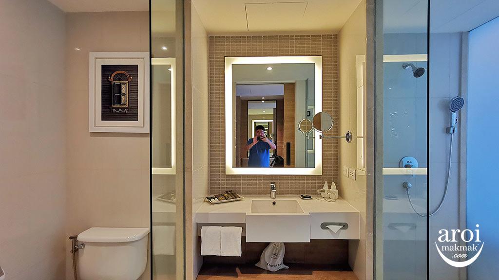 novotelphuketphokeethra-bathroom