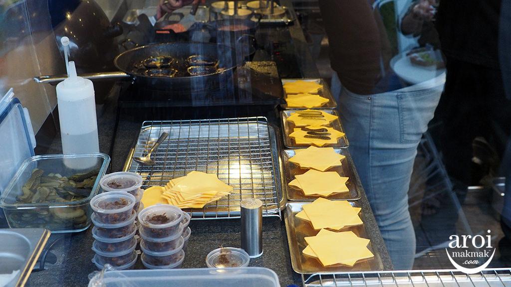 bunmeatcheesebangkok-kitchen