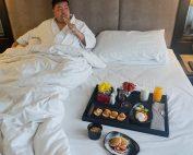 movenpickhotelsukhumvit15-breakfastinbed