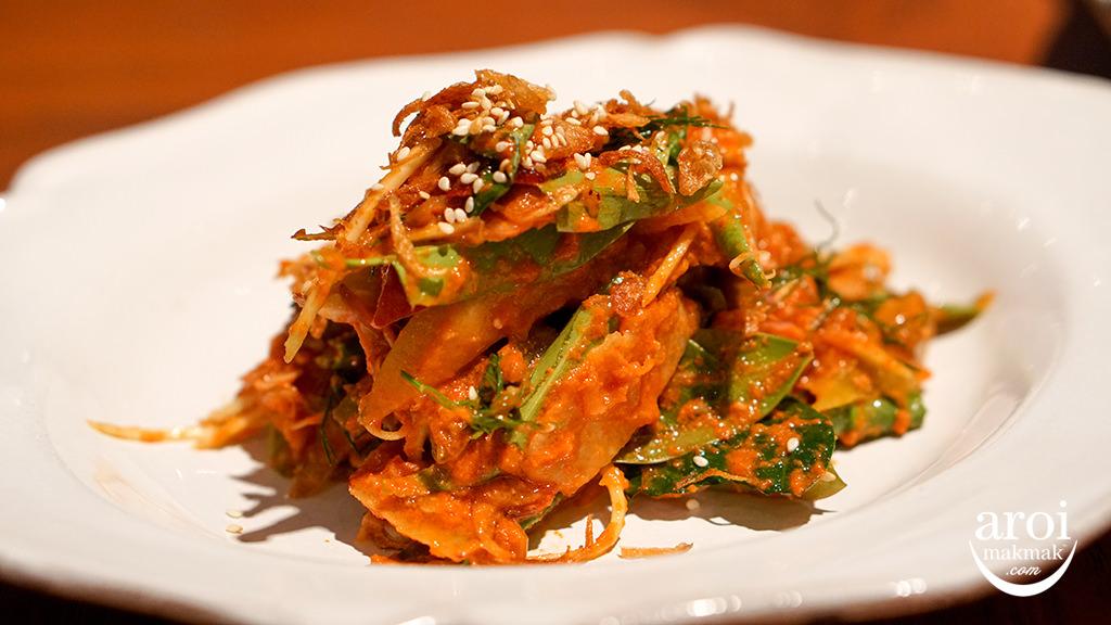 nahmbangkok-leavesandfruitsalad